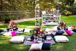 Four_Seaons_Dallas_texas_Tracy_Autem__Lightly_Photography_Gold_Dust_Vintage_Event_Rentals_Lightly_Photography_picnic_table (400x267)