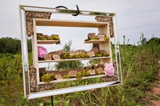 Cinnamon_dreams_photography_minted_artistry_gold_dust_vintage_rentals_pink_gold_wedding_event_furniture_trinity_river_autobon- (400x267)