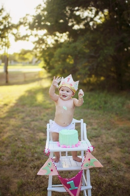 Kt_photography_christmas_minis_fort_dallas_worth_gold_dust_vintage_rentals_event_wedding_furniture_bed_backdrop-baby-newborn-pink-high-chair-cake-smash