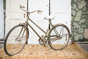 Gold-Dust-Vintage-Rentals-Inventory-Mansfield-Texas-The-Purple-Pebble-Photography-furniture_event_wedding_chairs_peyronet_photography-trays-silver-gold-bike-bicycle (400x267)