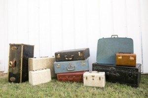 Gold-Dust-Vintage-Rentals-Inventory-Mansfield-Texas-The-Purple-Pebble-Photography-furniture_event_wedding_suit-cases_peyronet_photography7 (400x267)