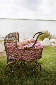KT-photography-newborn-photo-shoot-carriage-flower-girl-photography-prop