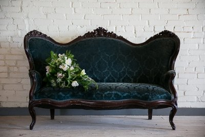 teal-settee-head tabl -brik-peyronet-photography-sarabeth-events-justine