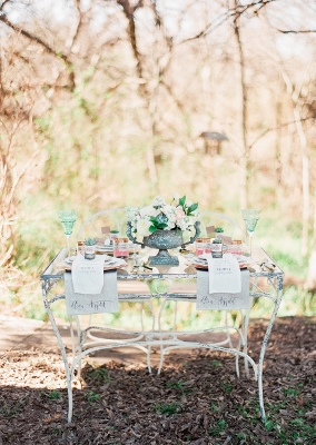 garden-table-weston-gardens-gold-dust-vintage-rentals-chic-fleur-weddings-something-pretty-floral-marianne-sabado-photography
