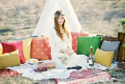 boho - shoot - callie - manion - photography - pillows - bohemian - teppee - gold - dust - vintage - rentals (400x268)